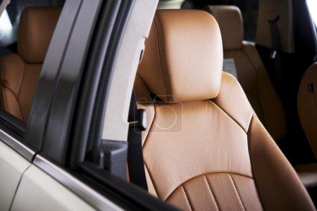 Photo pour Confortable siège auto - siège-auto moderne en cuir. collection d'intérieurs de voitures. - image libre de droit