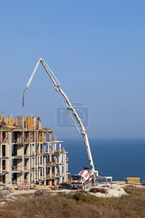 Construction of new elite housing on the sea coast