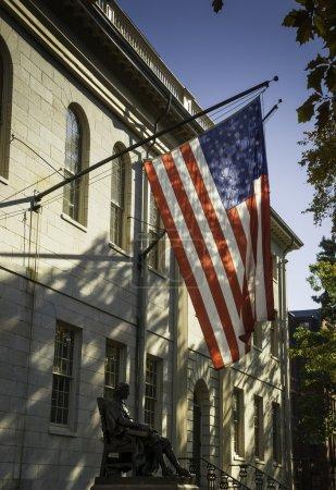 Photo pour Drapeau américain à Cambridge - image libre de droit