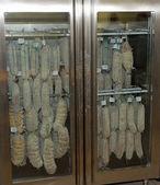Regulací teploty chladničky pro udržení ze Salaminy