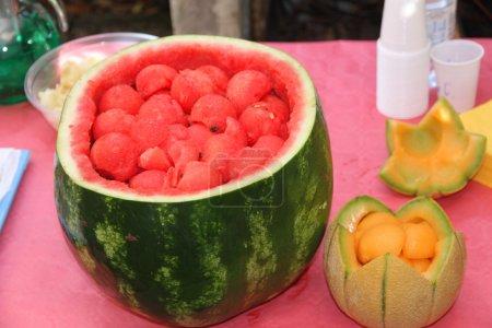 Photo pour Pastèque party pour célébrer l'été avec la menthe fraîche et de la pastèque de boisson de melon en tranches de 5 - image libre de droit