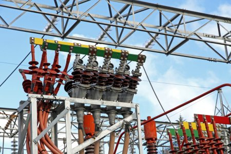 Electrical system of a power plant to produce electricity