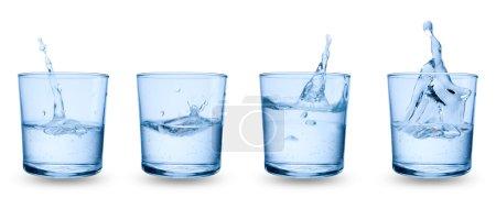 Photo pour Quatre verres d'eau sur fond blanc - image libre de droit