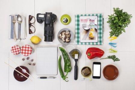 Photo pour Espace de travail alimentaire blogger. - image libre de droit