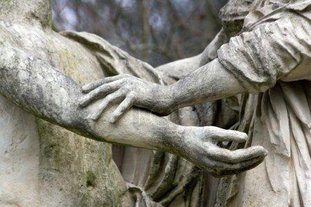Photo pour Geste, mouvement de solidarité, statues antiques - image libre de droit