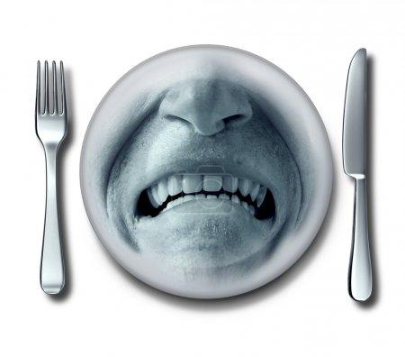 Photo pour Mauvaise expérience de service dans un restaurant horrible avec une fourchette et un couteau et une assiette avec une expression dégoûtée et mécontente du client qui a des nausées ou une intoxication alimentaire . - image libre de droit