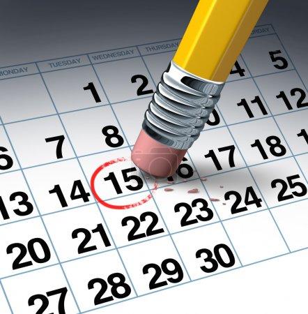 Photo pour Annuler un rendez-vous et le changement d'horaire concept d'affaires avec une gomme à crayon effacer un cercle rouge en surbrillance comme un symbole de la gestion du temps en reprogrammant . - image libre de droit
