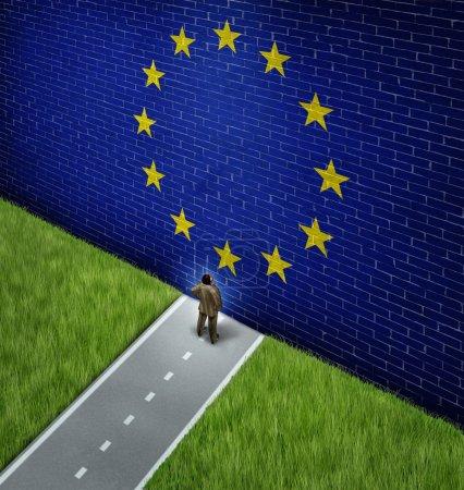Photo pour Fermeture du marché européen en tant que concept et métaphore de la politique commerciale européenne ou politique stricte des affaires et de l'immigration en tant qu'homme d'affaires sur une route bloquée par un mur de briques géant avec un drapeau peint . - image libre de droit