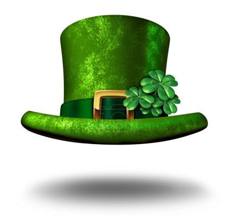 Photo pour Chapeau porte-bonheur trèfle vert comme symbole du jour de St Patricks et icône porte-bonheur de la célébration de la tradition irlandaise avec une décoration magique de trèfle à quatre feuilles sur un chapeau de lutin flottant dans les airs sur un fond blanc . - image libre de droit