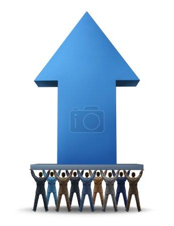 Photo pour Le concept de financement participatif en tant que groupe de gens d'affaires soutenant une flèche ascendante tridimensionnelle géante en tant que symbole du financement d'entreprises de réseautage social pour de nouveaux projets d'entreprise via Internet en tant qu'outil de nouvelle économie pour le succès financier . - image libre de droit