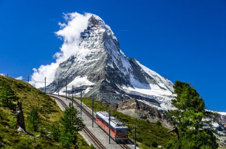 Photo pour Gornergrat est un longueur de 9 km de jauge montagne train à crémaillère, avec système de crémaillère abt. il mène de zermatt (1604 m), au gornergrat (3089 m). - image libre de droit