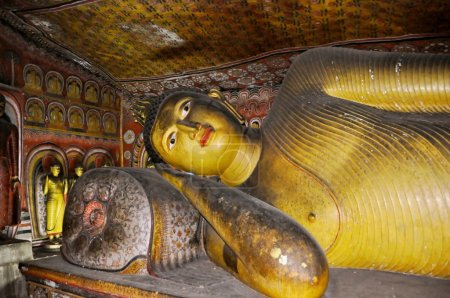 Lying gold Buddha in Cave temple in Dambulla Srí Lanka