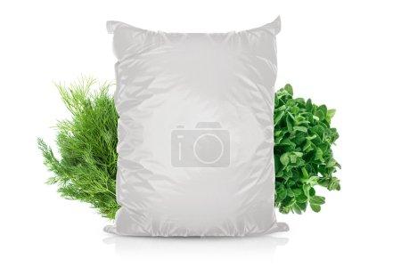 Photo pour Sac de nourriture de la feuille vierge blanche pour épices, poivre, frites, sachet d'emballage. modèle de pack plastique prêt pour votre conception. (avec travail de détourage) - image libre de droit