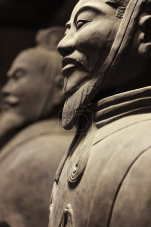 Photo pour Guerriers en terre cuite en gros plan vu de côté, Chine - image libre de droit
