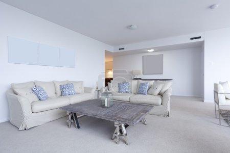 Photo pour Salon élégant dans appartement moderne - image libre de droit