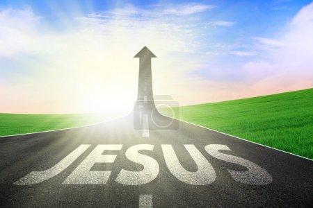 Photo pour Route à péage apparaître les sens de la flèche avec Jésus rédigés sur l'asphalte - image libre de droit