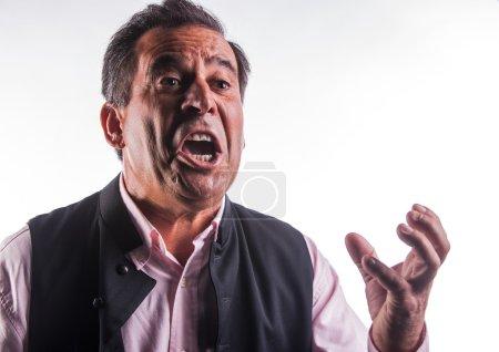 Photo pour Homme âgé moyen fâché gesticulant - image libre de droit