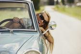 heureux dans la voiture