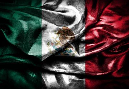 Photo pour Drapeau ondulant sombre de tissu du Mexique - image libre de droit