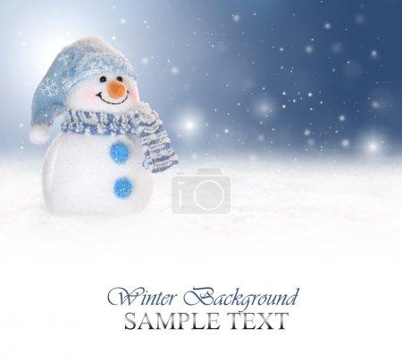 Photo pour Fond d'hiver avec un bonhomme de neige, de neige et de flocons de neige - image libre de droit