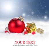 Vánoční pozadí hranice s červenými ornamenty