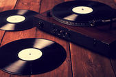 Starý gramofon a gramofonových deskách, retušování vinobraní