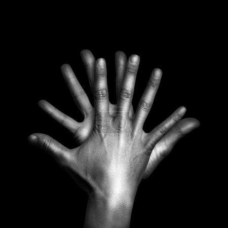 Photo pour Deux mains humaines touchent sur noir isolé - image libre de droit