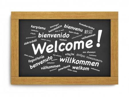 Photo pour Notion de voeux texte Bienvenue international dans différentes langues sur un tableau en bois noir ou noir sur fond blanc. - image libre de droit