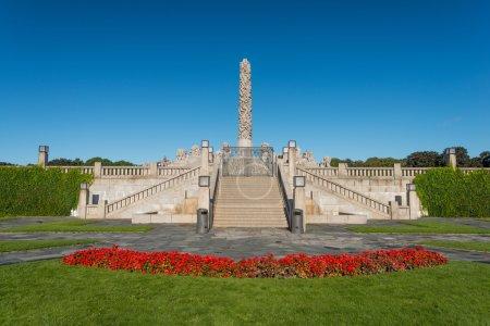 Photo pour OSLO, NORVÈGE - 7 SEPTEMBRE : Statues dans le parc Vigeland à Oslo, Norvège, le 7 septembre 2012. Le parc couvre 80 acres et dispose de 212 sculptures en bronze et granit cr - image libre de droit