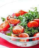 Rajčatový salát s rukolou