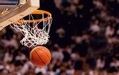 Basketbalový koš s míčem