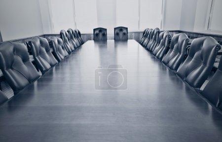 Photo pour Photo stylisée d'une salle de conférence vide - image libre de droit