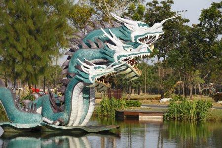 Photo pour Le dragon de Chine, prendre une photo de la ville antique près de Bangkok, Thaïlande . - image libre de droit