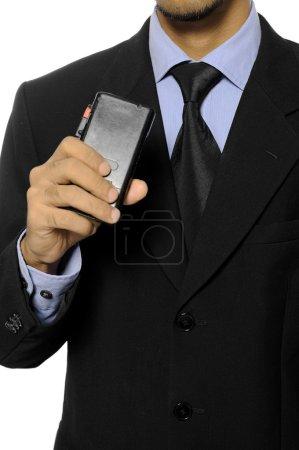 Photo pour Homme d'affaires, s'exprimant dans un enregistreur dictaphone isolé sur fond blanc - image libre de droit