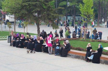 Muslim women in istanbul