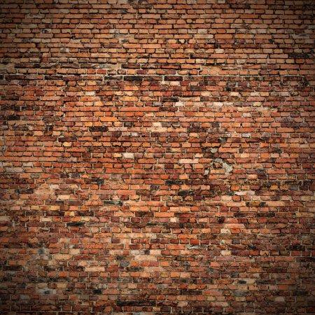 Foto de La pared de ladrillo rojo fondo grunge textura con las esquinas viñeteadas en diseño de interiores - Imagen libre de derechos