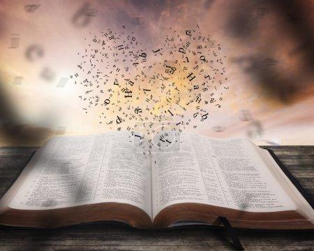 Photo pour Coeur composé de personnages au-dessus de la Bible - image libre de droit