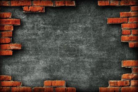 Photo pour Mur rugueux entouré de briques - image libre de droit