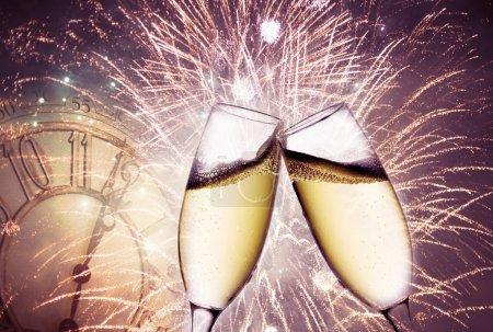 Photo pour Nouvel an à minuit - image libre de droit