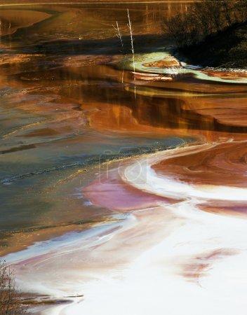 Photo pour Pollution de l'eau d'une mine de cuivre - image libre de droit