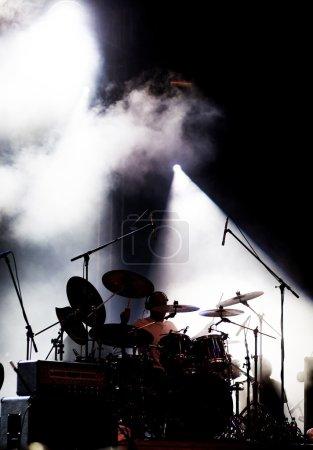 Photo pour Tambours sur scène - image libre de droit