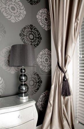 Photo pour Chambre luxueuse dans le style de l'ancien fond mural avec un ornement - image libre de droit