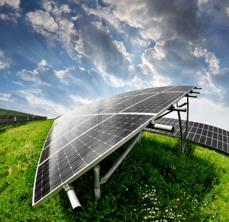 Foto de Paneles solares en la puesta del sol - Imagen libre de derechos