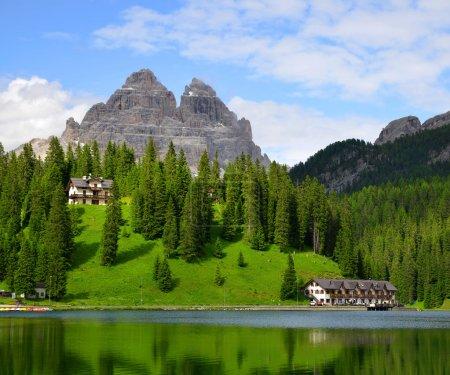 Foto de Lago misurina y tre cime di lavaredo - Dolomitas, Italia - Imagen libre de derechos