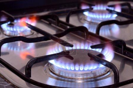 Photo pour Gros coup de feu de cuisinière à gaz. - image libre de droit