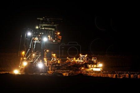 Photo pour Exploitation houillère à ciel ouvert - photo du soir - image libre de droit