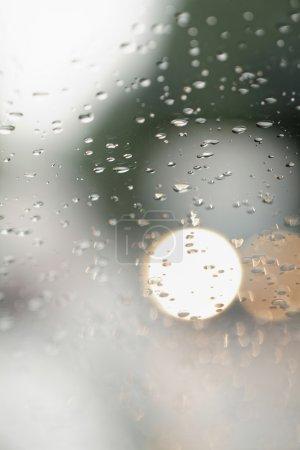 Photo pour Vue obscure depuis la fenêtre - photo rapprochée - image libre de droit