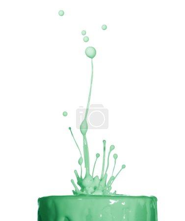 Photo pour Éclaboussure de liquide vert isolé sur fond blanc - image libre de droit