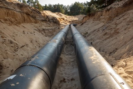 Layed pipeline construction