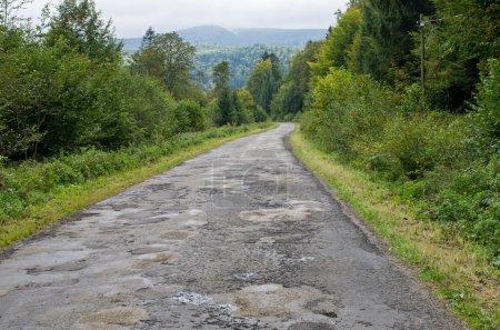 Photo pour Route goudronnée avec gros trous - image libre de droit